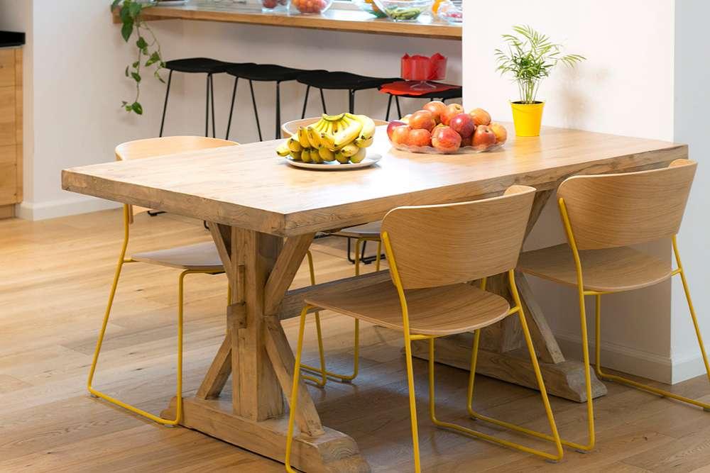 שולחן אבירים קטן במטבח