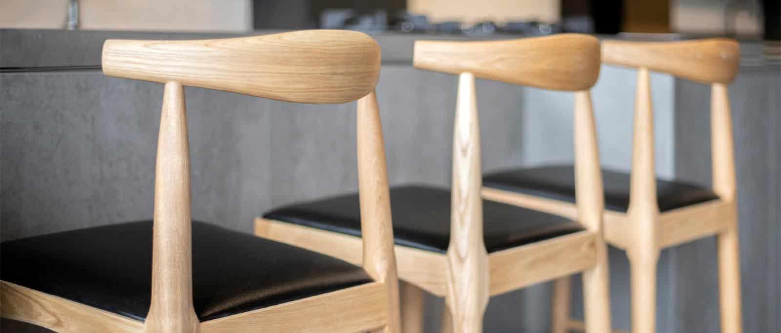כסאות לעיצוב הבר והדלפק