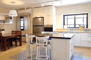 רהיטים כפריים במטבח החדש – מאת נגריית אבריאל בהוד השרון