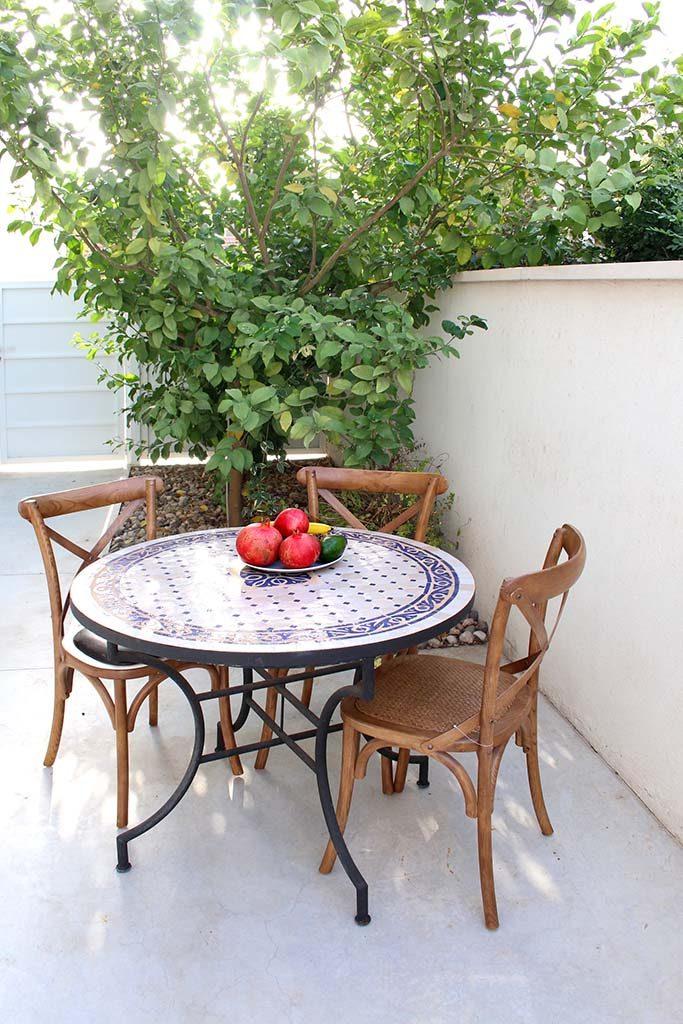 שולחן פסיפס לגינה