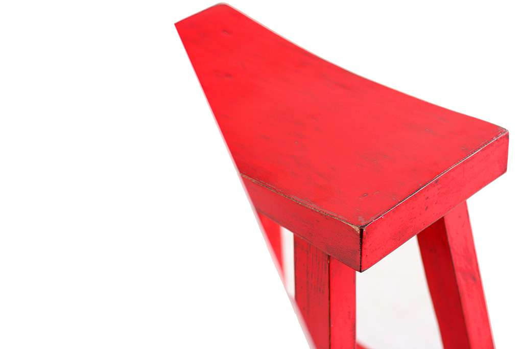 כסאות בר אדומים מעץ