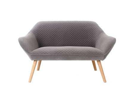 ספה אפורה מעוצבת
