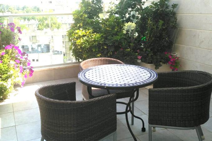 שולחן גינה ומרפסת פסיפס