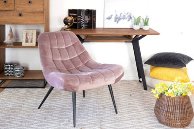 כורסא ורודה מעוצבת