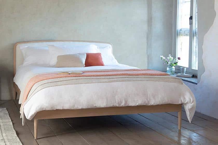 מיטה מעוצבת מעץ