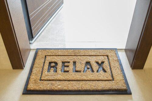 שטיח כניסה עם כיתוב