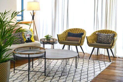 כורסא צהובה בעיצוב מודרני