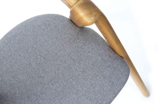 כסאות עץ מעוצבים