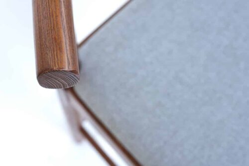כסאות בר מעץ אגוז כהה