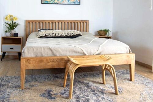 מיטה מעץ טבעי מלא